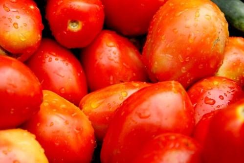 瑞々しいトマト
